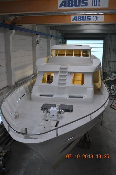 27m-motor-yacht-for-sale-01