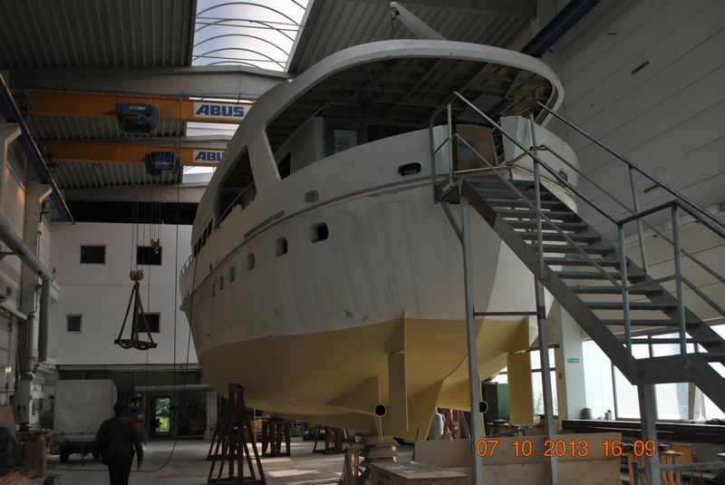 27m-motor-yacht-for-sale-112