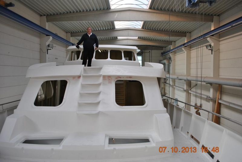 27m-motor-yacht-for-sale-52