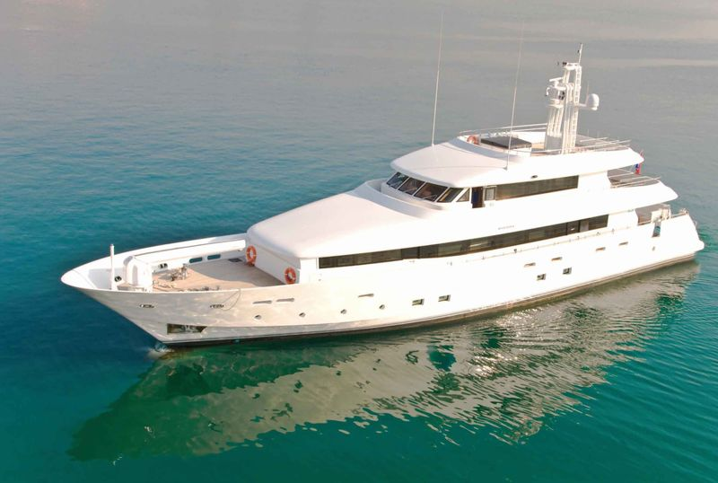 39m luxury yacht 1