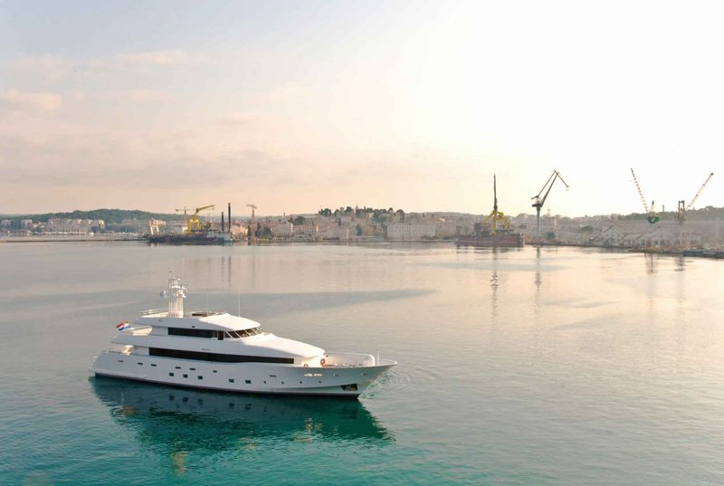 39m luxury yacht 22
