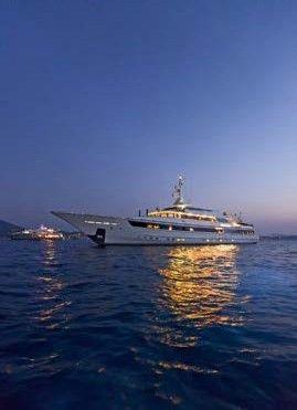 59-meter-luxury-super-motor-yacht-03
